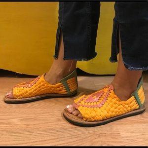 Bedstu colorful huarache sandals size 8